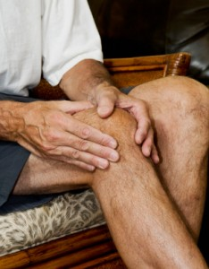 man massaging knee pain_2
